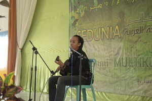 الغناء العربي من طالب الجامعة  الحكومية بمالانج