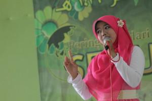الغناء العربي من طالبة جامعة يودارتا باسوروان